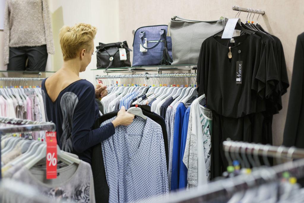 stylistka w sklepie